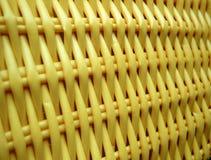 Lavoro in vimini giallo fotografie stock