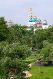 Lavra Sergiev Posad tempel, landskap royaltyfri fotografi