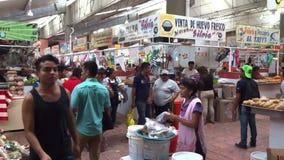 Lawaaierige Voedselmarkt in Chilpancingo stock footage