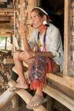 Lawae asiatici dell'uomo del ritratto con il tubo Fotografie Stock Libere da Diritti