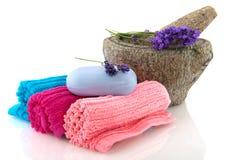 lawenda staczający się mydlani ręczniki zdjęcie stock