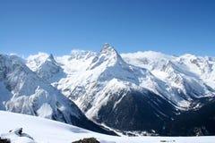 lawinowej przerwy nakrętki lewy góra przygotowywał dobrze cień błyszczącego skłonu śniegu szczyt target1813_0_ Obraz Stock