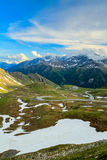 lawinowej przerwy nakrętki lewy góra przygotowywał dobrze cień błyszczącego skłonu śniegu szczyt target1813_0_ Zdjęcie Royalty Free