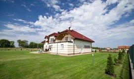 lawn för grönt hus arkivbild