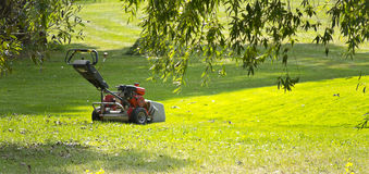 Free Lawn Mower Stock Image - 26351091