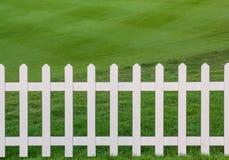 Lawn och staket royaltyfria foton