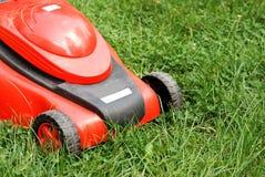 lawngräsklippningsmaskin Royaltyfria Bilder