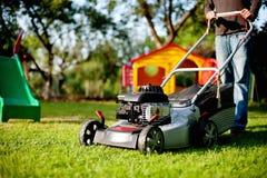 lawngräsklippningsmaskin Arkivfoton