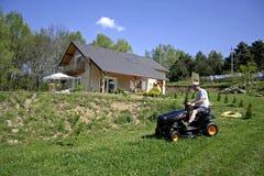 lawnmovermansitting Royaltyfri Foto