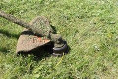 Lawnmower em uma grama Fotografia de Stock Royalty Free