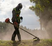 Lawnmower podczas pracy fotografia royalty free