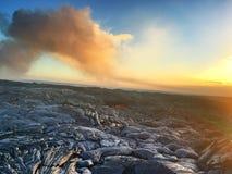 Lawowy przepływ od wulkanu w ocean Dużą wyspę Hawaje Fotografia Stock