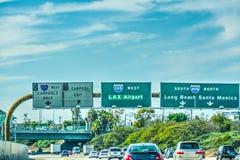 LAX在105高速公路的出口标志 免版税图库摄影