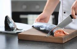 lax för tät cutting för kock ny upp arkivbild