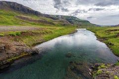 Laxa flod i den Vesturland regionen av Island fotografering för bildbyråer