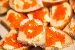 Laxkaviar och smör Arkivbild