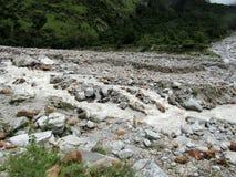 Laxman Ganga sur le chemin à Ghangharia, vallée des fleurs Image libre de droits
