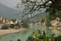 Laxman Julla, Rishikesh, Índia O rio Ganges foto de stock