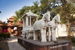 雕塑和建筑在寺庙疆土Laxmi纳拉扬 免版税图库摄影