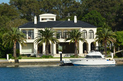 Laxury hus i den macintosh ön Gold Coast Australien Arkivfoto