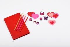 Lay-out-Objekte auf dem Thema - Valentinsgruß ` s Tag Stockbilder