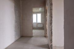 Lay-out van ruimten en ruimten in de nieuwe bouw, mening van het gebouw met een balkon Stock Afbeelding
