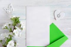 Lay-out voor groetinschrijving, bedrijfembleem, e - postdistributie Spot op spatie Kader voor tekst met natuurlijke kleuren Banne royalty-vrije stock foto