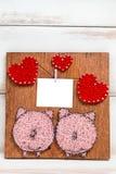 Lay-out voor kaarten voor de dag van Valentine in de vorm van panelen met met de hand gemaakte harten en twee varkens royalty-vrije stock foto