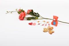 Lay-outvoorwerpen op het onderwerp worden geïsoleerd - de Dag die van Valentine ` s Stock Foto