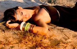Layin op het zand Royalty-vrije Stock Afbeeldingen
