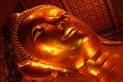 Laying gold Buddha in Wat Pho, Bangkok Stock Photography