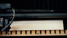 Lazer graving apparat på videoen för hög vinkel för arbete lager videofilmer