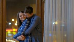 Lazer romântico da emoção da proposta do abraço da dança dos pares filme