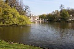 Lazienki (巴恩)皇家公园 水的宫殿 免版税库存照片