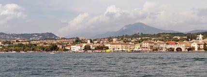 Lazise, château de Scaliger (scaligero de Castello), policier de lac, Vénétie, Italie, l'Europe Images libres de droits