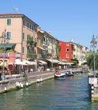 Lazise hamn, sjö Garda, Italien royaltyfria foton