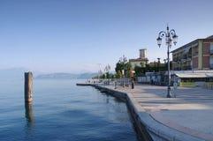 Lazise molo na Jeziornym Gardzie w Włochy Obrazy Stock