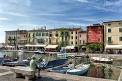 Lazise schronienie na Jeziornym Gardzie, Włochy - Zdjęcia Royalty Free