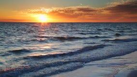 Lazo costero de la puesta del sol