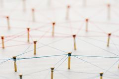 Lazo de entidades Red, establecimiento de una red, medio social, extracto de la comunicación de Internet Una pequeña red conectad fotos de archivo libres de regalías