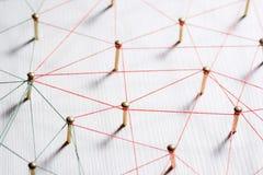Lazo de entidades Red, establecimiento de una red, medio social, extracto de la comunicación de Internet Una pequeña red conectad imagen de archivo libre de regalías