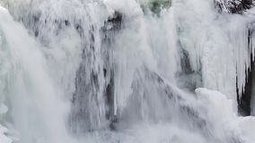 Lazo de la cascada del invierno