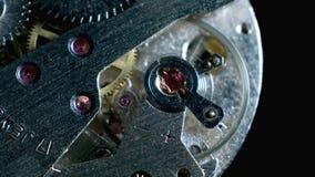 Lazo de la macro del mecanismo del reloj Viejo funcionamiento del mecanismo del reloj del vintage almacen de video