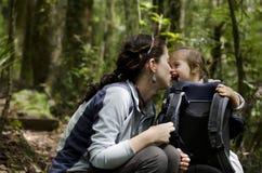 Lazo del bebé y de la madre - maternidad Fotografía de archivo