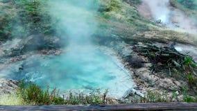 Lazo inconsútil - aguas termales geotérmicas más el géiser