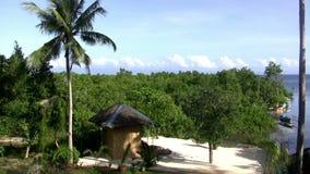 (Lazo inconsútil) isla blanca de la playa de la arena
