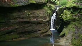 Lazo secreto de la cascada metrajes