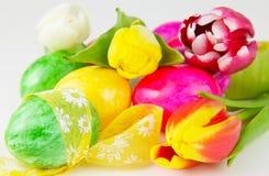 Lazos alrededor de los huevos de Pascua Fotografía de archivo
