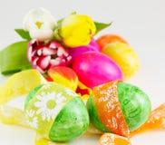 Lazos alrededor de los huevos de Pascua Foto de archivo libre de regalías