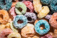 Lazos coloridos del cereal de la fruta fotografía de archivo libre de regalías